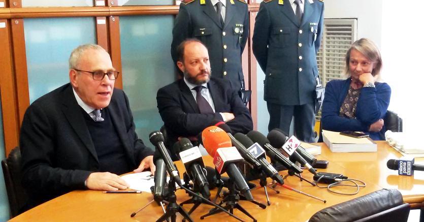 La conferenza stampa del 7 maggio indetta dalla Procura di Milano in occasione delle misure cautelari (Fotogramma)