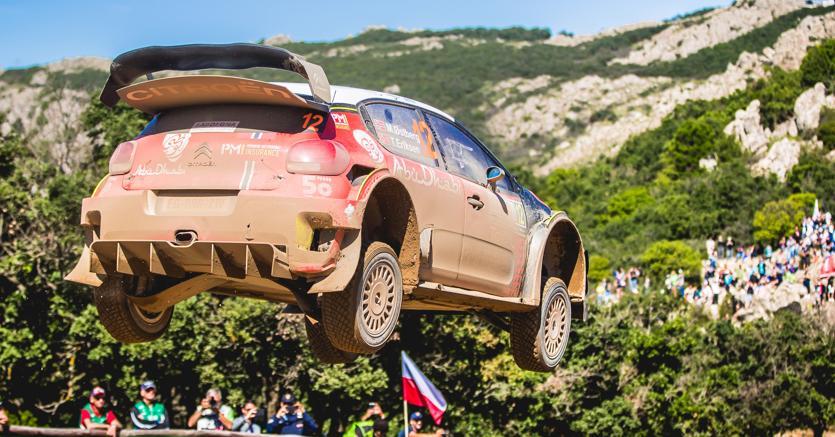 Nella foto, una C3 Wrc del Citroën Total Abu Dhabi Wrt impegnata nel rally di Sardegna dello scorso giugno. Evoluzioni simili mettono a dura prova la meccanica