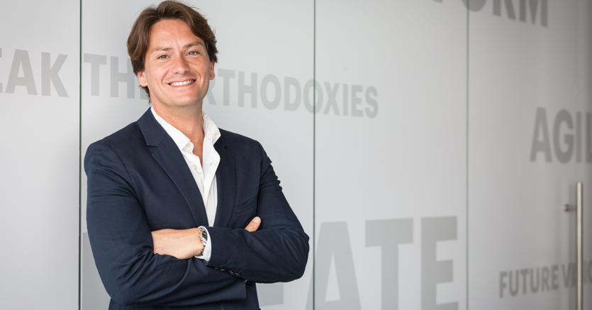 Fabrizio Perrone. 36 anni è Ceo e Co-fondatore di Buzzoole. Startupper seriale dal 2007, ha fondato Fan Media nel 2008. Nel 2010 è stato tra i primi in Italia a parlare di Buzz marketing. È alla guida di una azienda classe 2013 che punta a chiudere il 2018 con un fatturato vicino agli 8 milioni  di euro