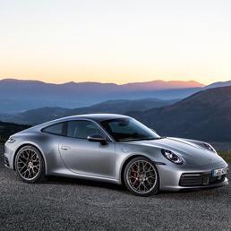 La nuova 911, diventata più veloce e tecnologica