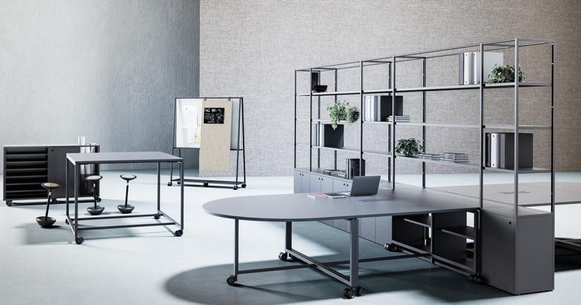 Atelier, dello studio Gensler per Fantoni è una soluzione flessibile che riunisce le funzioni legate allo spazio offrendo longevità ed efficienza economica