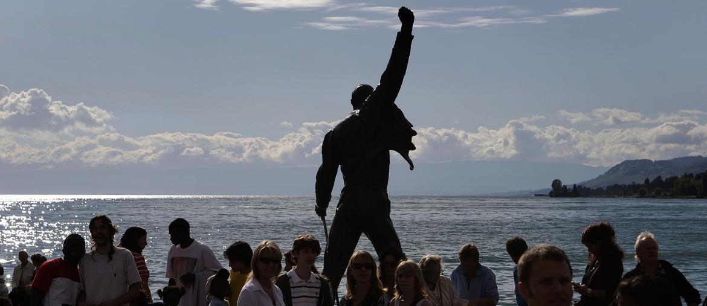 La statua di Freddy Mercury, cantante dei Queen, davanti al Lago di Ginevra - Afp