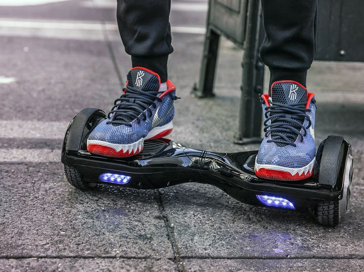 In giro su un hoverboard