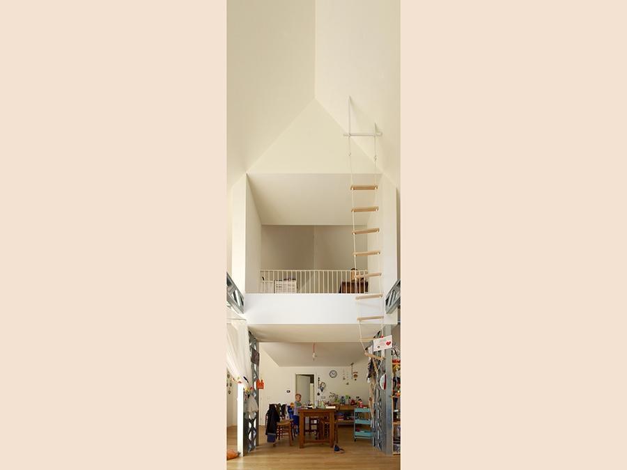 Il progetto è arrivato al traguardo a fine 2017. L'abitazione unifamiliare si sviluppa su due piani ed è stata realizzata a Cornedo Vicentino da Bauhaus, con pareti portanti intelaiate in legno, costituite da travetti verticali e orizzontali in bilama di abete e controventate su entrambi i lati. L'isolamento è in fibra di legno. Il progetto è di Luca Tibaldo.