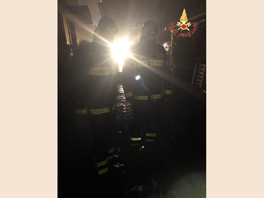 L'intervento dei vigili del fuoco in seguito agli allagamenti causati dal nubifragio, 5 ottobre 2018. ANSA/ VIGILI FUOCO