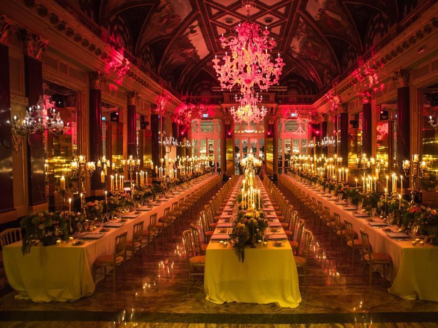 La Ritz Ballroom allestita per il Midnight Supper organizzato per la riapertura ufficiale l'8 novembre, dopo il rinnovo costato 40 milioni
