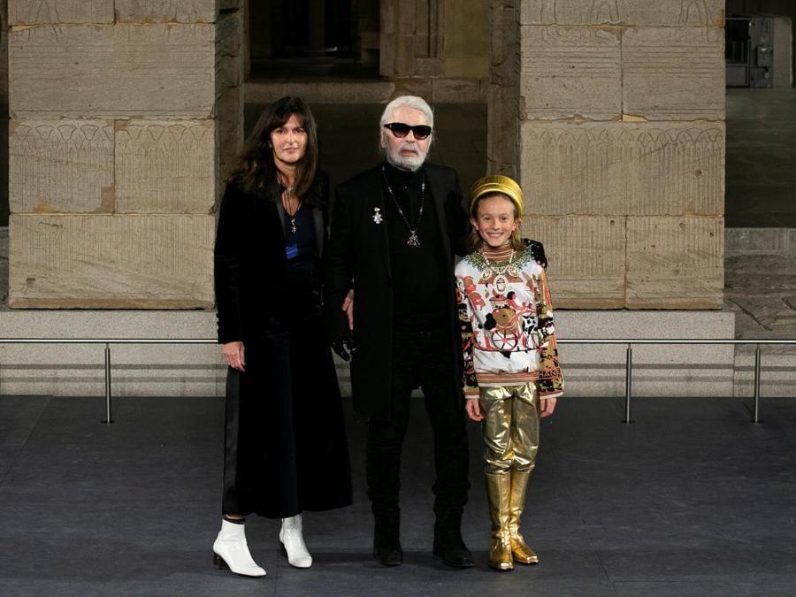 Karl Lagerfeld al termine della sfilata. (REUTERS/Caitlin Ochs)