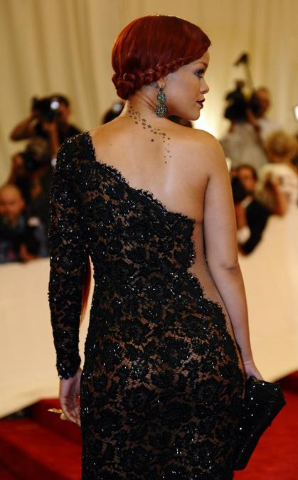 Rihanna Met Gala 2011 (Photo by TIMOTHY A. CLARY / AFP)