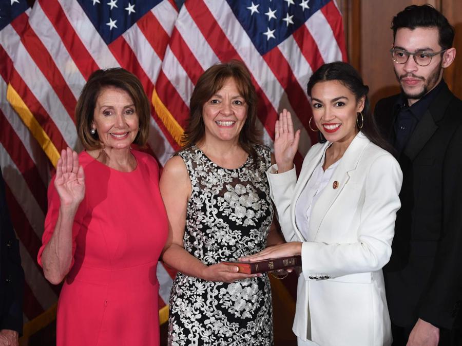Nancy Pelosi e  Alexandria Ocasio-Cortez. (Photo by SAUL LOEB / AFP)