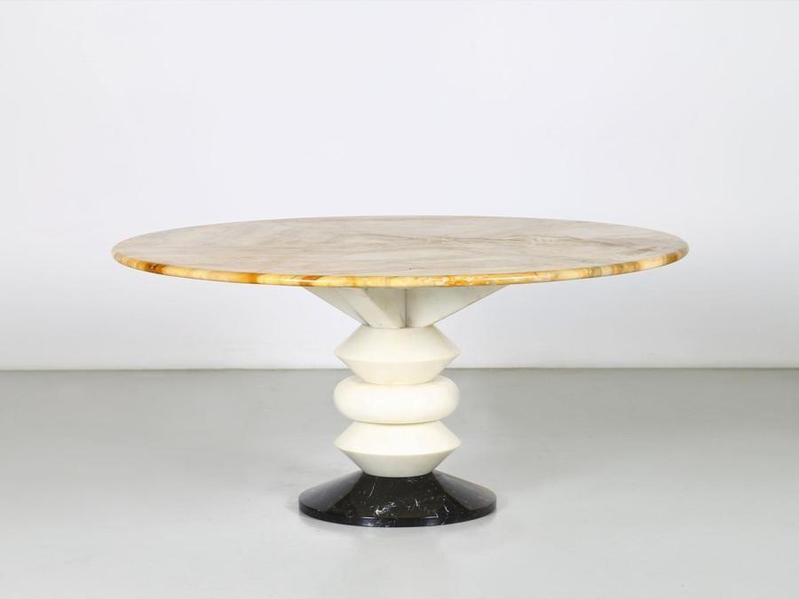 Capitolium Art di Ettore Sottsass un importante tavolo completamente composto di marmi di diversa provenienza realizzo 59.780 euro