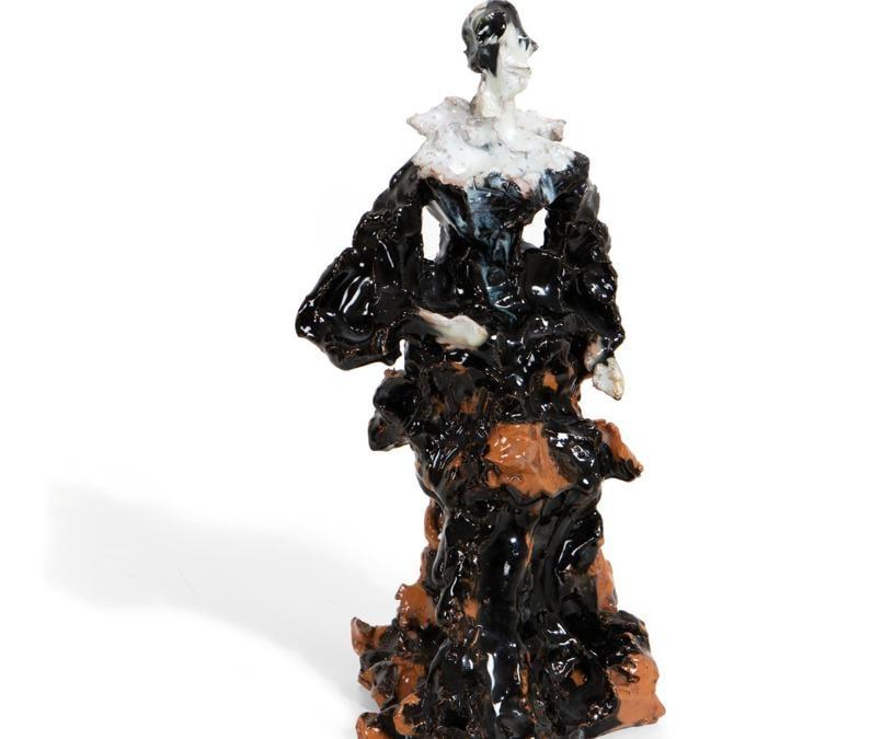 """Cambi della fine degli anni '40 di Lucio Fontana una scultura raffigurante """"personaggi in costume"""" in terracotta maiolicata policroma e parzialmente invetriata, partita da una stima di 15-20mila euro, è stata aggiudicata a 40mila"""