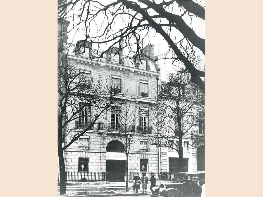 La storica sede al 30 di Avenue Montaigne, circa 1947. Dior Héritage collection, Paris