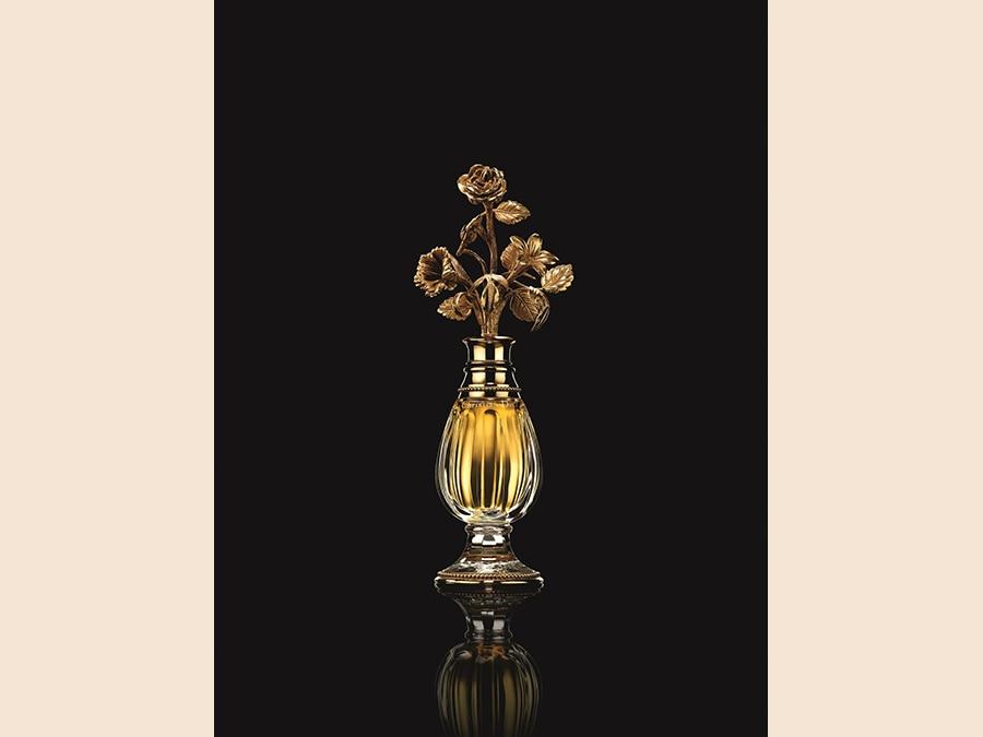 Bottiglia di cristallo Baccarat disegnata da Christian Dior per il profumo Diorissimo, 1956. Photo © Laziz Hamani. Chrisitian Dior Parfums collection