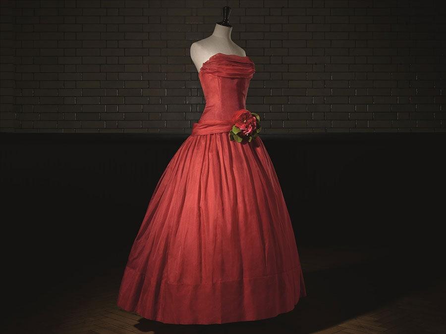Fête joyeuse, Haute Couture. PE 1955, A Line. Photo © Laziz Hamani. Victoria and Albert Museum, London