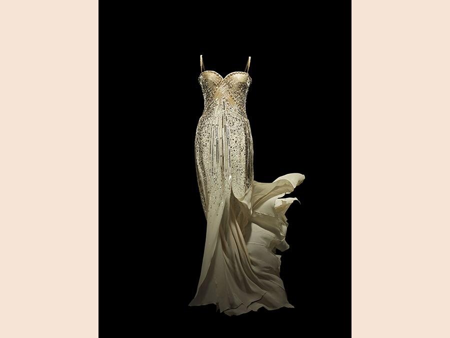 Christian Dior by John Galliano, J'adore, Haute Couture, 2008. Photo © Laziz Hamani. Christian Dior Parfums collection, Paris