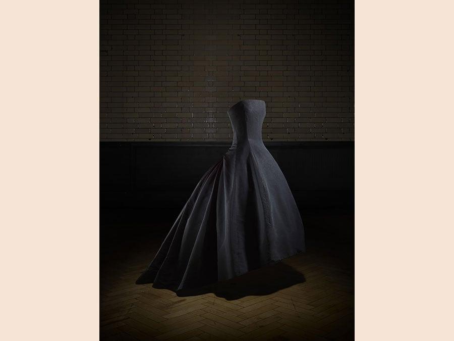 Abito Soirée de décembre, Haute Couture AI 1954. Victoria and Albert Museum, London. Dono di Dame Margot Fonteyn. Photo © Laziz Hamani
