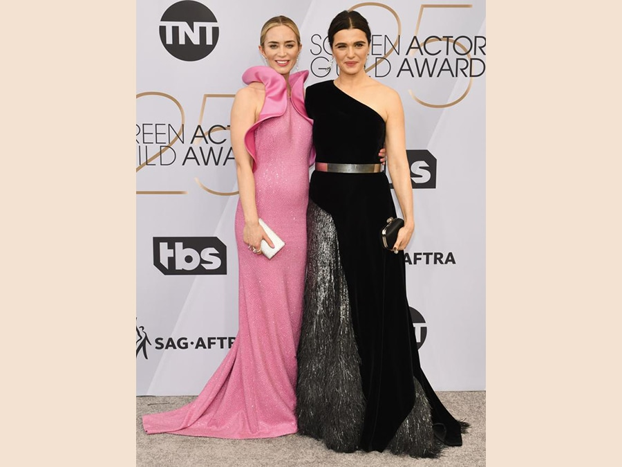 Rachel Weisz, in Givenchy Haute Couture, con Emily Blunt.