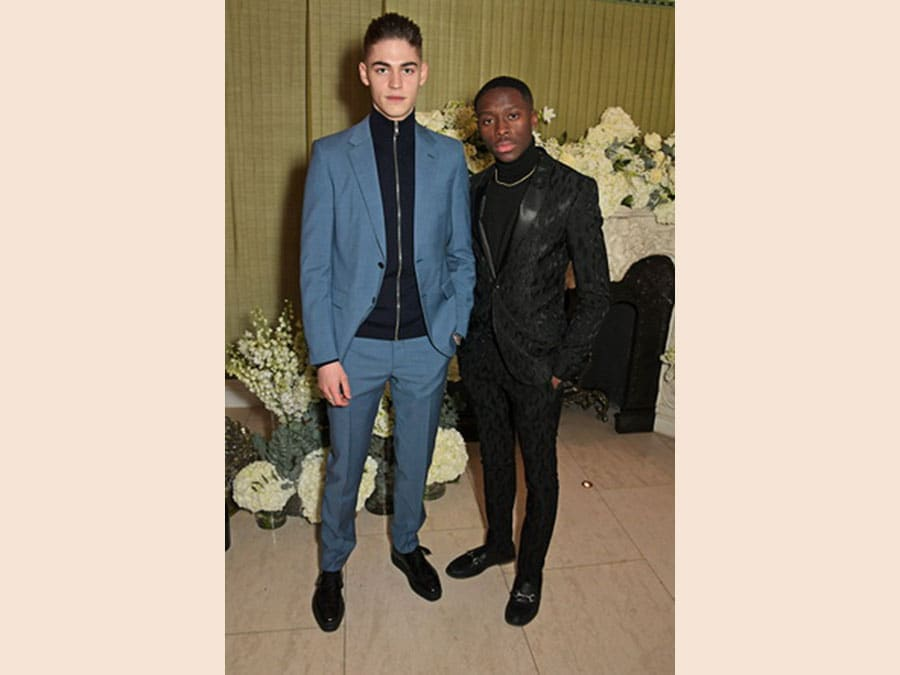 Hero Fiennes-Tiffin e un amico al British Vogue and Tiffany Co. Celebrate Fashion and Film Party da Annabel's, Londra
