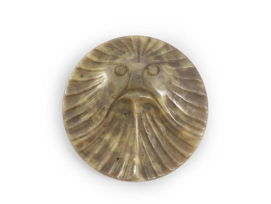 """Bottone di moda in galalite incisa """"motivo a raggio"""" di Henri Hamm diametro 4 cm stima 150-200 euro"""
