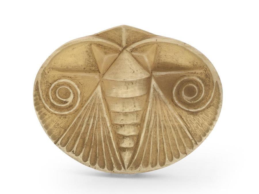 """Eccezionale bottone di moda Art Nouveau """"insetto stilizzato"""" in corno inciso di Henri Hamm, firmato e numerato n° 25, anni 1910, alto 4 cm lungo 5 cm stima 400-500 euro"""