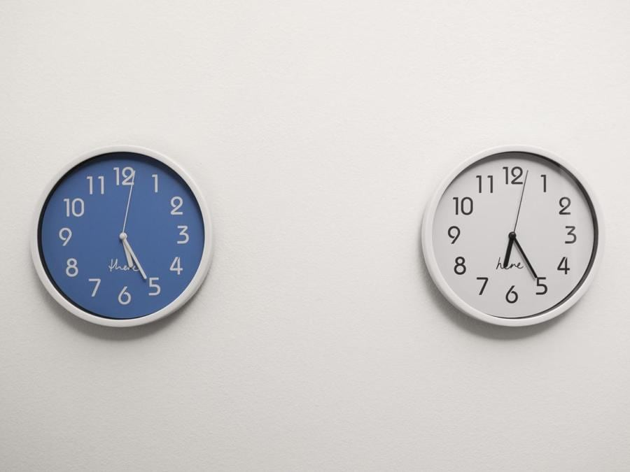 RUTH PROCTOR - Here, There, 2016, 2 clocks, 1 adjusted one hour ahead of the local time - Courtesy of the Artist and Norma Mangione Gallery - Prezzo: € 2000 + IVA