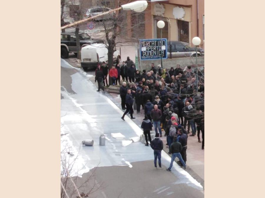 La protesta dei pastori sardi per il crollo del prezzo del latte ovino in Sardegna, Cagliari. ANSA/MARIA GIOVANNA FOSSATI