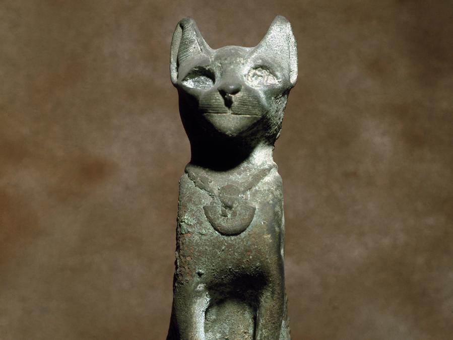 La dea felina Bastet. Scultura in bronzo Torino, Museo Egizio.  (©Luisa Ricciarini/Leemage)