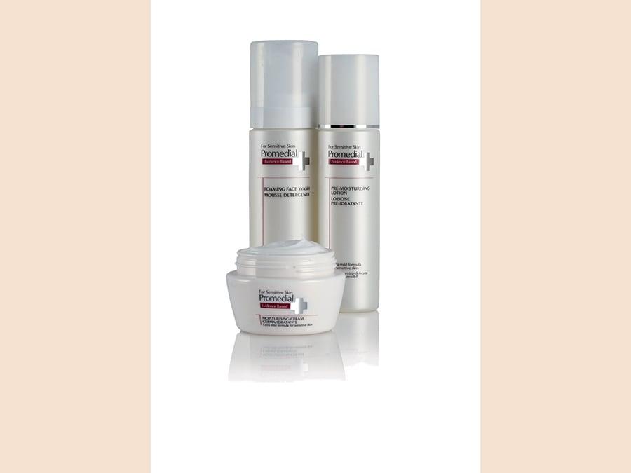Promedial, un'idratazione a tre fasi per la pelle sensibile: Lozione pre-idratante, per riequilibrare lo strato corneo, Emulsione e Crema idratante per ripristinare la barriera cutanea e Ultra Lift Gel per occhi&labbra.