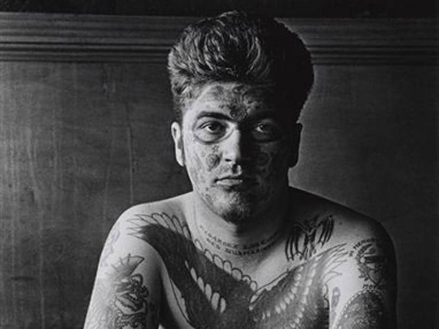 Diane Arbus, Jack Dracula at a bar, New London, Connecticut (1961) Promised Gift of Doon Arbus and Amy Arbus, 2007, Courtesy The Metropolitan Museum of Art, New York/Copyright © The Estate of Diane Arbus, LLC. All Rights Reserved