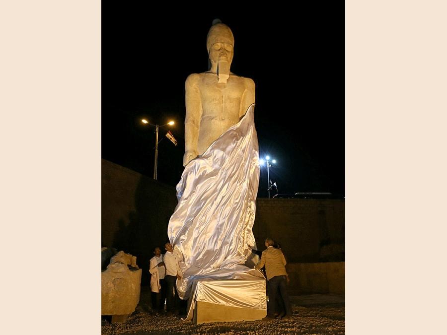 La presentazione della statua di Ramses II, recentemente restaurata, da 70 pezzi rotti a un colosso completo, Sohag, Egitto. (Reuters/Mohamed Abd El Ghany)