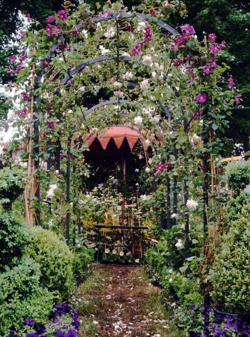 PIEMONTE: Vivaio Anna Peyron, Castagneto Po (TO): un vivaio storico immerso in un giardino naturalistico di rose, ortensie e altro ancora (produce rose antiche, ortensie, clematidi, e molto altro)