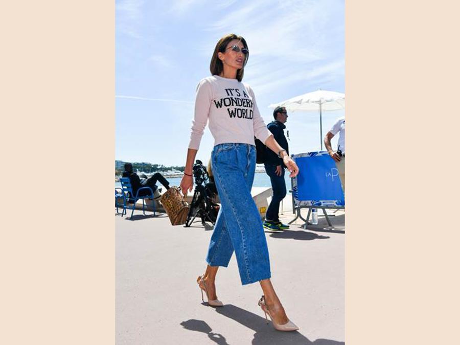 Nieves Alvarez indossa un abito di Alberta Ferretti della collezione «Love Me»