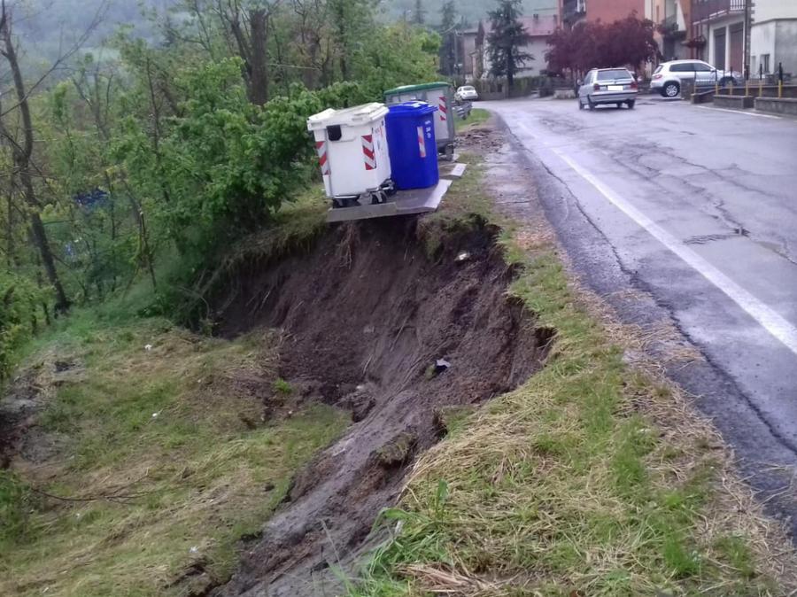 I danni provocati dal maltempo sulle strade provinciali nel Modenese. (ANSA/ UFFICIO STAMPA)