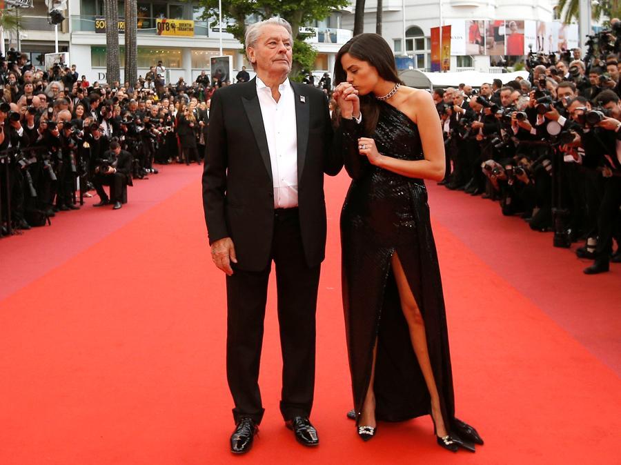 Alain Delon con la figlia Anouchka Delon a Cannes. (REUTERS/Stephane Mahe)