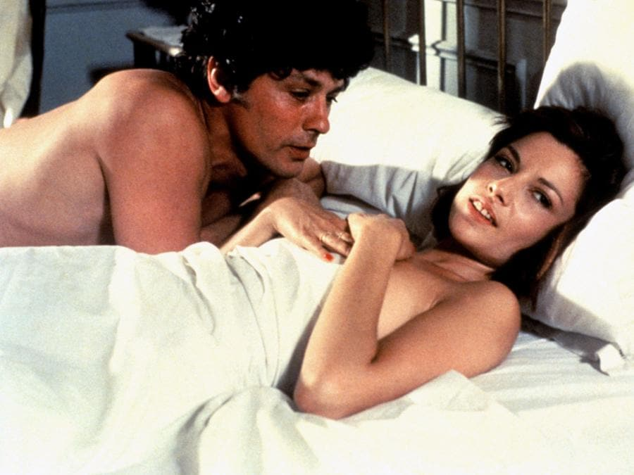 «La gang del parigino» del 1977, di Jacques Deray, con Nicole Calfan e Alain Delon. (COLLECTION CHRISTOPHEL © Adel Productions / Mondial Televisione Film)