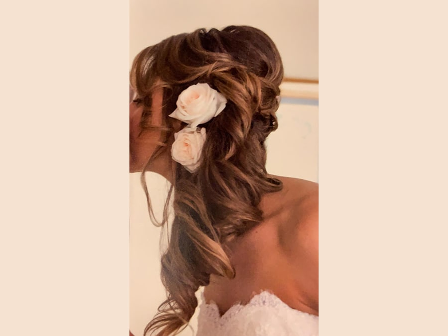 Mastromauro Hairstylist, chignon elaborato con fiori