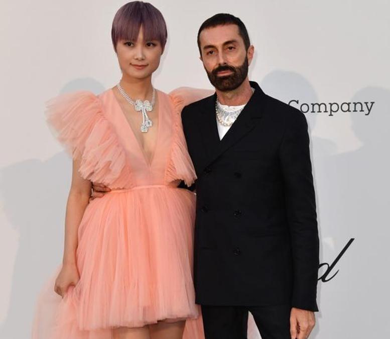 Li Yuchun in Giambattista Valli x H&M con Giambattista Valli