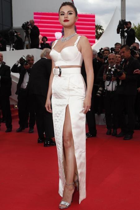Selena Gomez in Louis Vuitton e gioielli Bulgari (EPA/IAN LANGSDON)