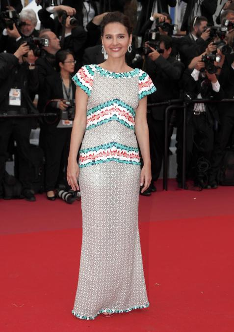 Il red carpet della prima serata: Virginie Ledoyen in Chanel (EPA/IAN LANGSDON)