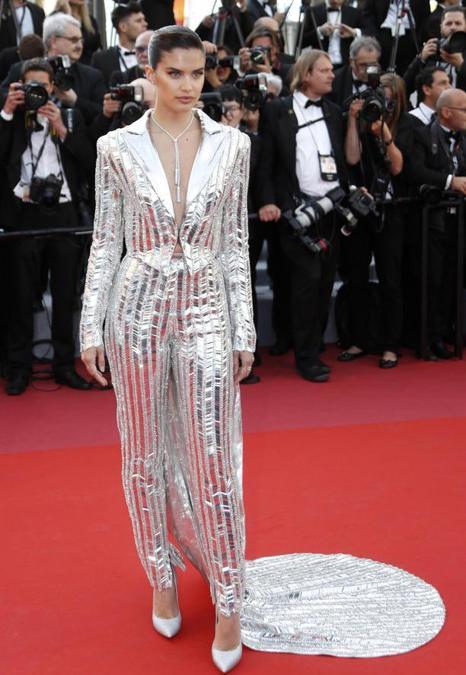 Sara Sampaio ha indossato un abito Rami Kadi e gioielli Boucheron