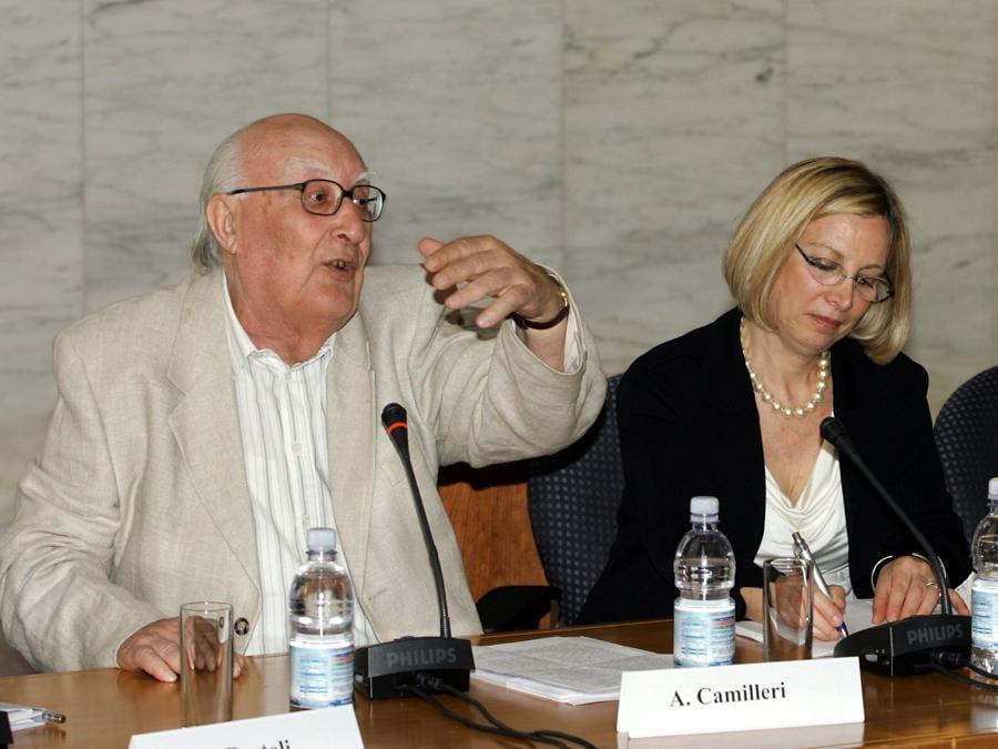 2005, Roma.  Andrea Camilleri, Isabella Camera d'Afflitto e Giuseppe Drago alla conferenza stampa di presentazione di Sabir, il Circolo mediterraneo di conversazione (Ansa)