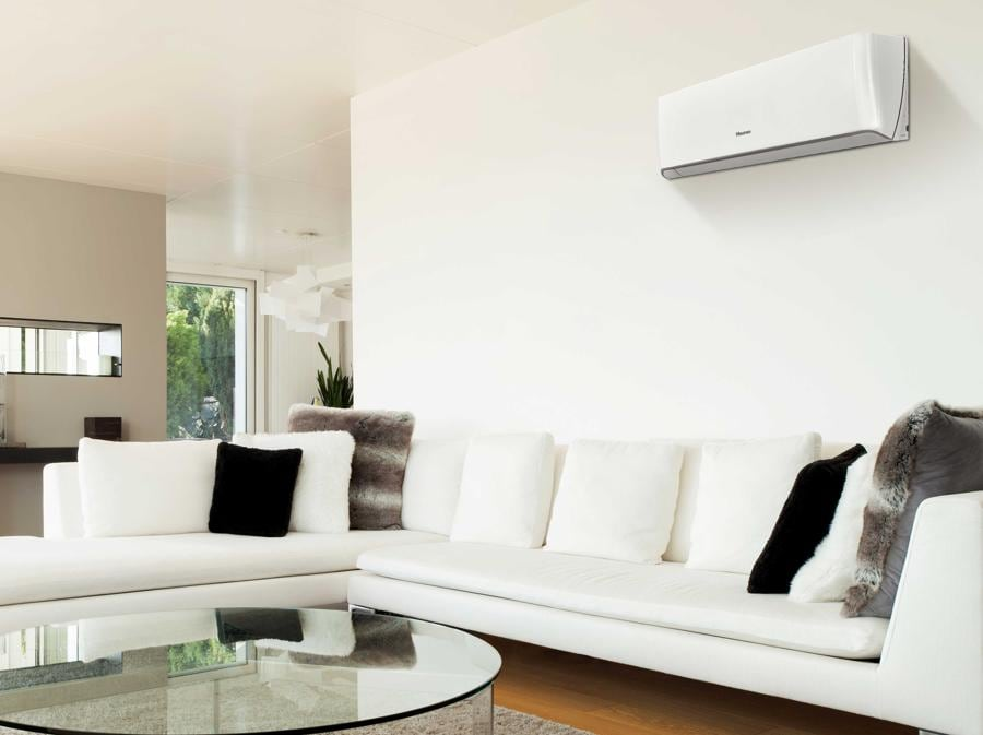 HiSense, Energy, una serie di grande efficienza, con gas R32, Full DC Inverter che raffresca con grande rapidità l'ambiente, ha la regolazione automatica della direzione dell'aria a 360 gradi, il controllo con WiFi, 4 filtri e un dispositivo antimuffa.