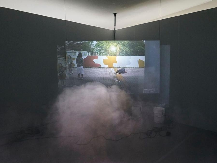 Installation view dello stand della galleria Park View/Paul Soto. L'installazione ambientale dell'artista americana Dylan Mira era proposta a 8.000 dollari, edizione di 5