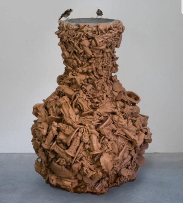 """Aviva Silverman, """"Purgatory"""" 2019. Statuine di plastica, uccelli imbalsamati, resina. 81x50x50 cm. Galleria Spazio Veda, 15.000 euro. Debutto a Liste quest'anno per la galleria fiorentina"""