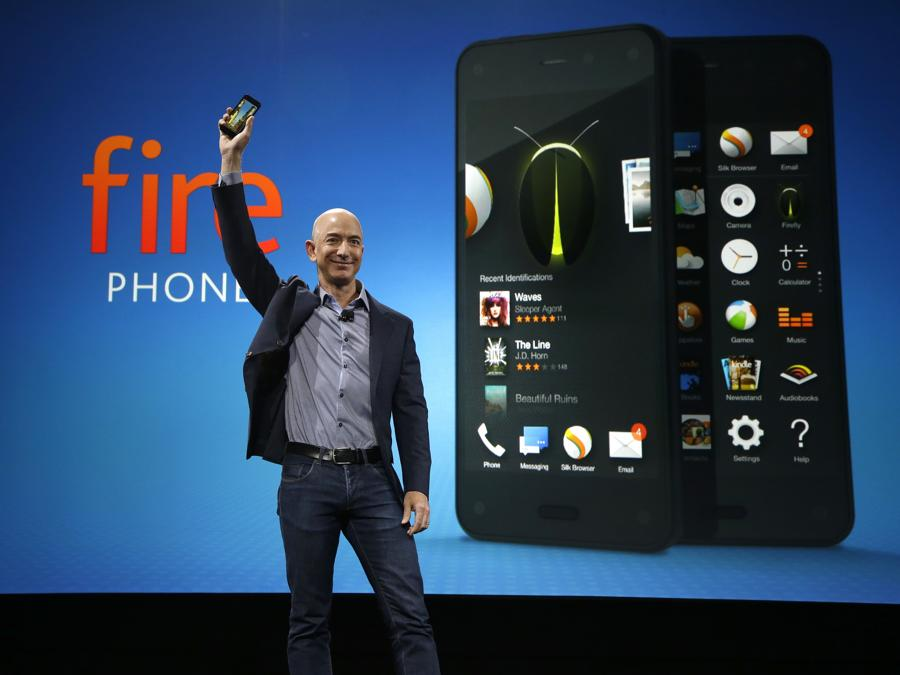 2014 - Jeff Bezos presenta il nuovo Amazon Fire Phone. (AP Photo/Ted S. Warren)