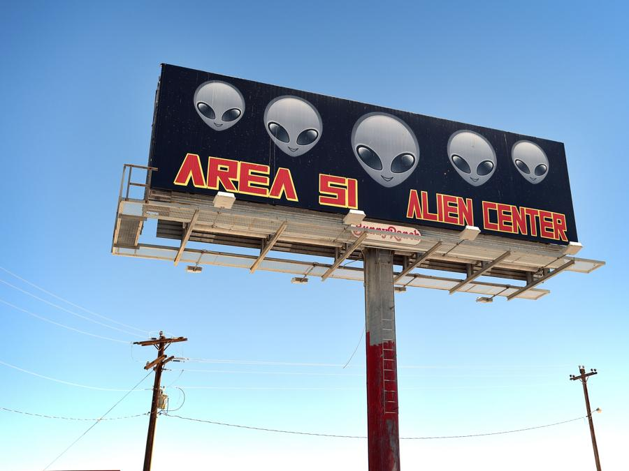Amargosa Valley, Nevada,un cartellone pubblicizza il minimarket   Area 51 Alien Center (David Becker/Getty Images/AFP)