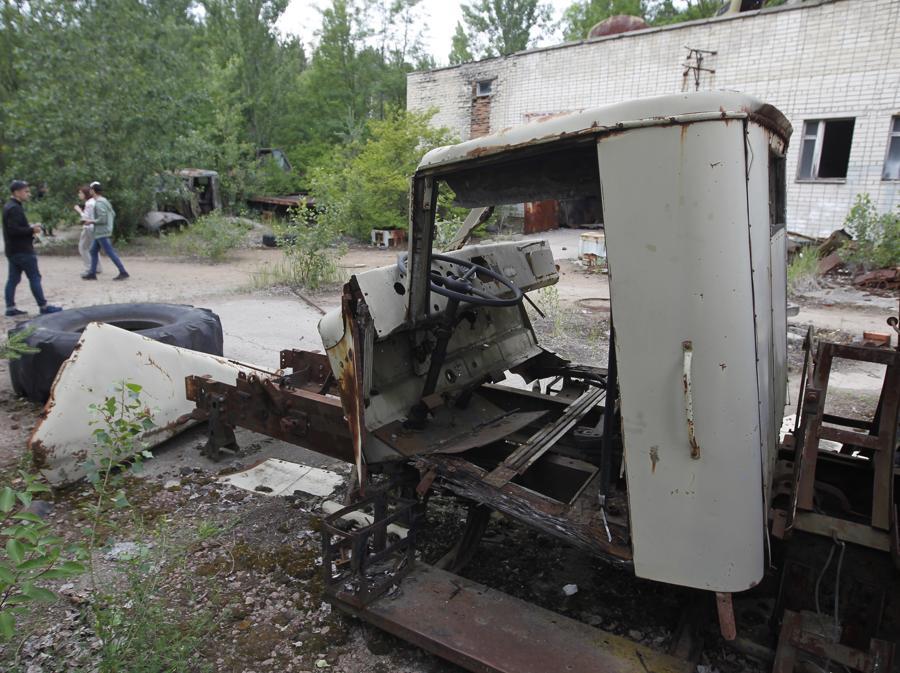 Un mezzo abbandonato a Pripyat (Photo by STR/NurPhoto)