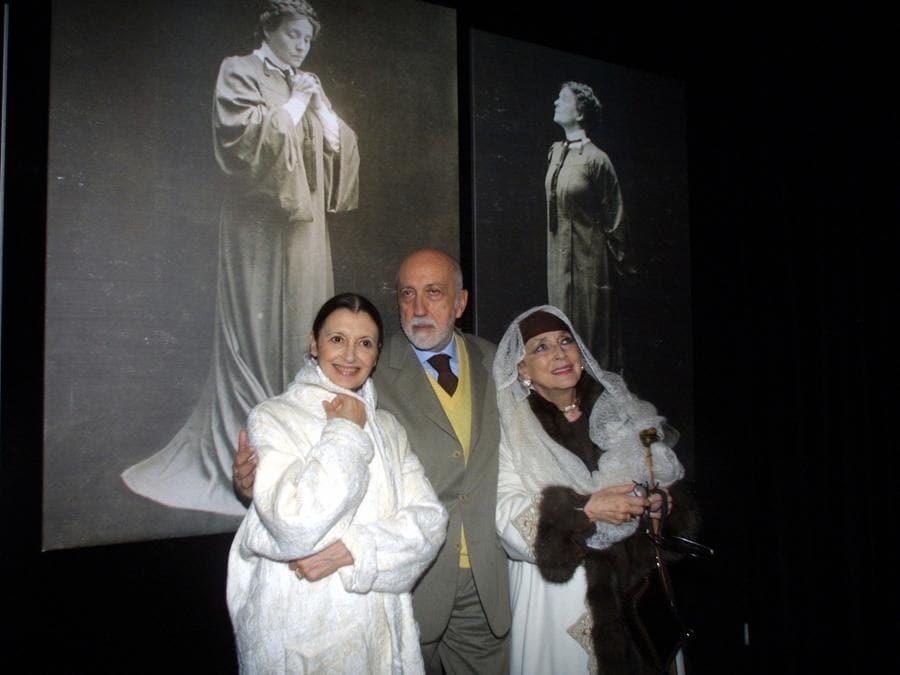 Valentina Cortese, Carla Fracci e Pier Luigi Pizzi alla mostra «Divina Eleonora» in memoria ad Eleonora Duse (Agf)