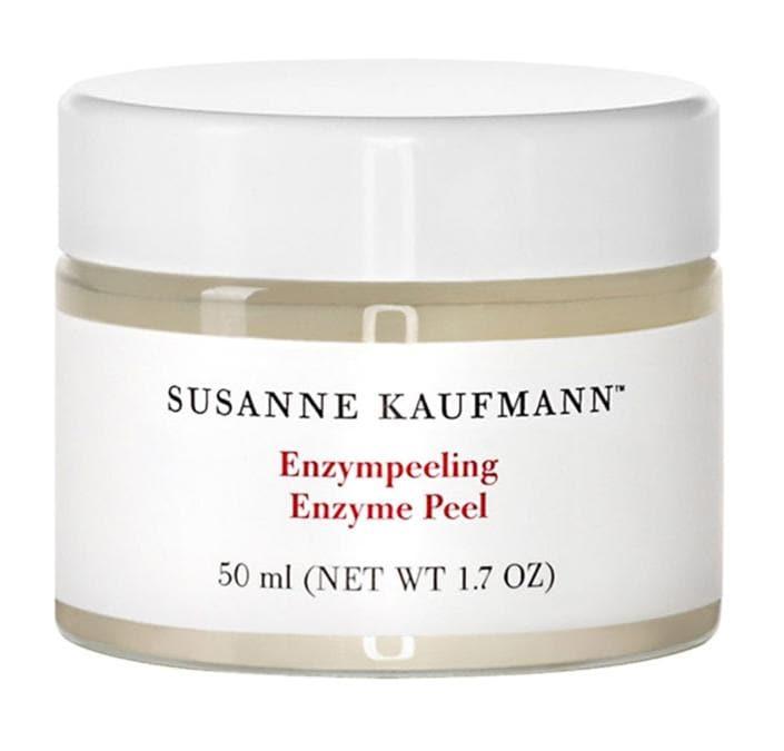 Enzyme Peel di Susanne Kaufmann, particolarmente indicato per pelli sottili e sensibili. I delicati acidi di frutta derivati da kiwi, mela e papaya rimuovono le cellule morte senza aggredire la cute. L'aloe vera rinfresca e calma l'infiammazione