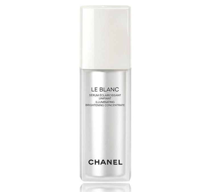 Chanel LE BLANC Sérum eclaircissant Unifiant, permette di ottenere una pelle perfettamente uniforme e un colorito luminoso. Il suo segreto? L'azione illuminante dell'Ascorbil glucoside che regola efficacemente la sintesi della melanina